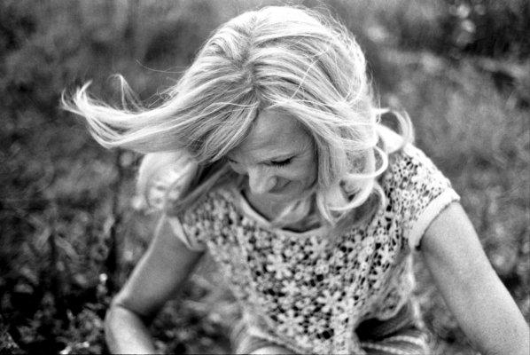 analog, Haare, Wind, blond, Frau, Feld, Blumen, sw, Portrait, fliegende Haare