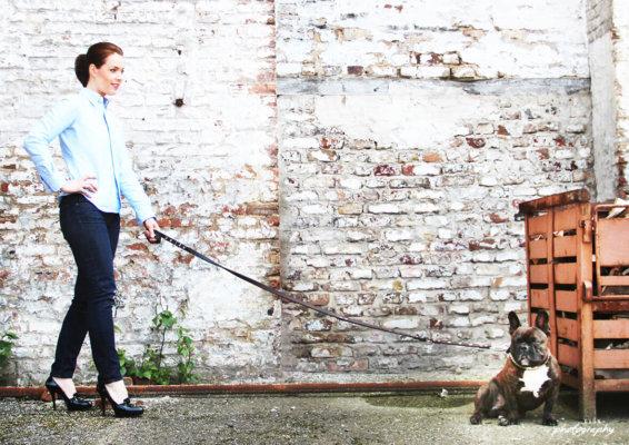 Shooting mit Hund, Frau mit Bulldogge, Französische Bulldogge,
