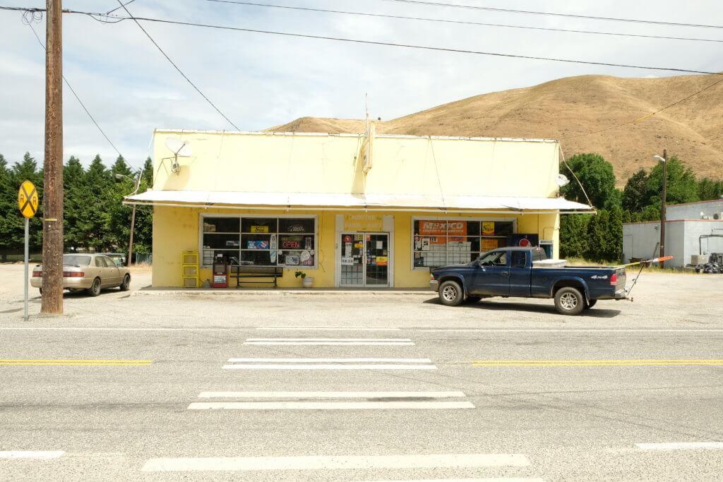 Pick up, gelbes Haus, leere Straßen, USA, Roadtrip, rahn photography,