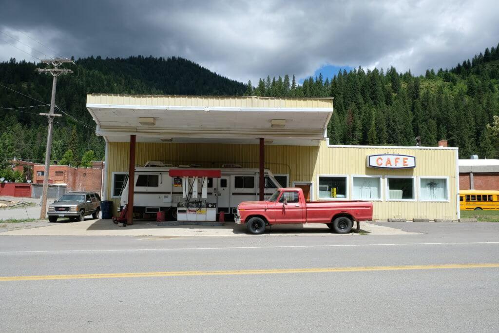 Washington, Gasstation, Pick up, red pick up, rahn photography, Bilderwelten, Janine Rahn, leere Straßen, USA,