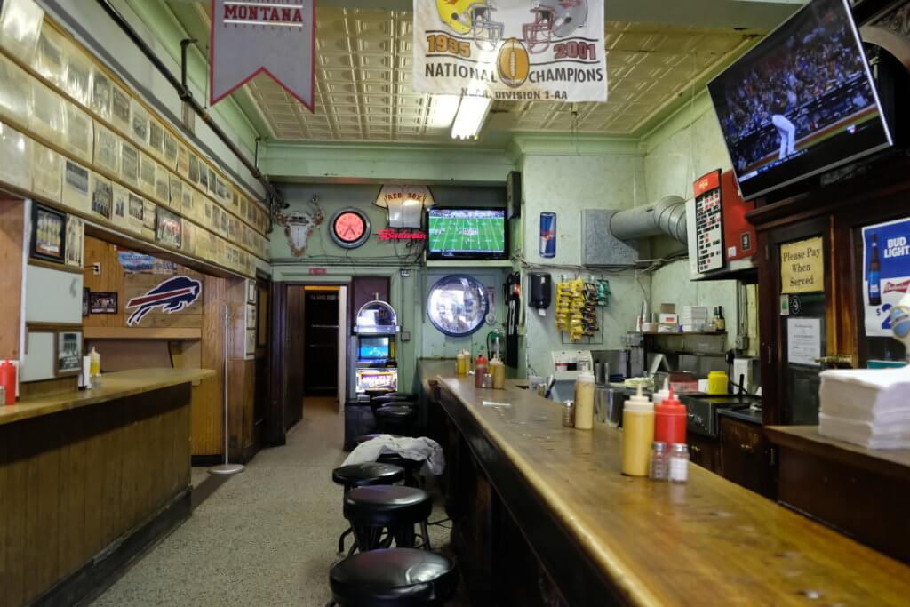 Missoula Club, bar, beer, empty bar, full bar, original, rahn photography, Janine Rahn, Missoula