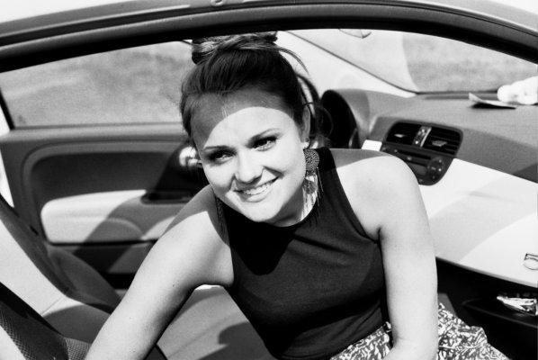 Lachen, sw, Portrait, Fiat 500, Sommer, schwarz weiß, outdoor,