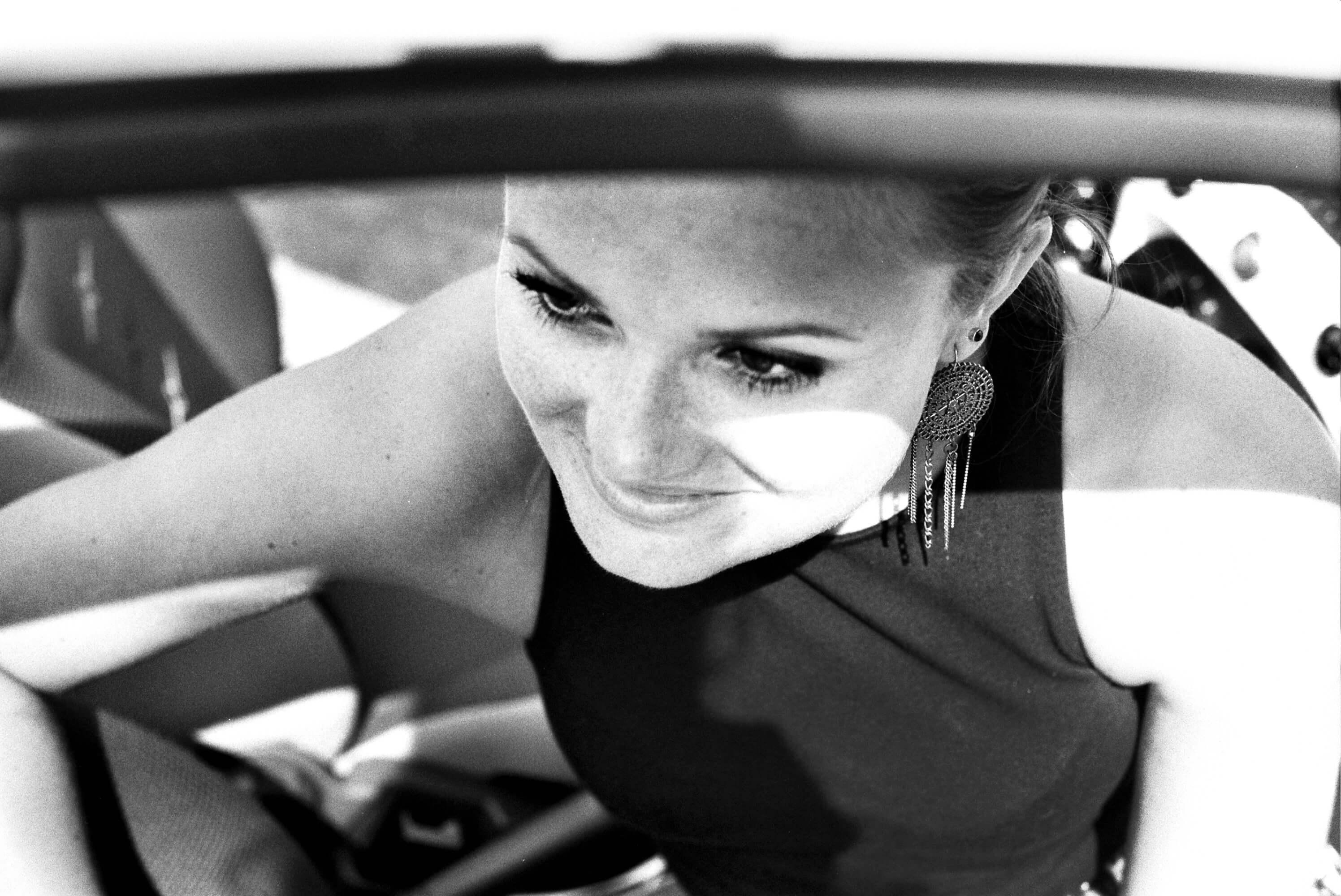 sw, Portrait, Frau, Fiat 500, Rahn Photography, lächeln, sinnlich,